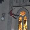 un-pere-noel-acrobate